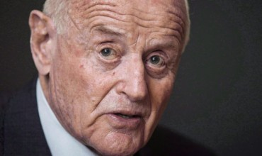 Minute of silence for Peter Munk